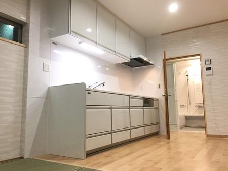無垢フローリングを採用した大垣市青野町Y様邸キッチン・浴室リフォーム
