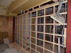 壁作り作業中