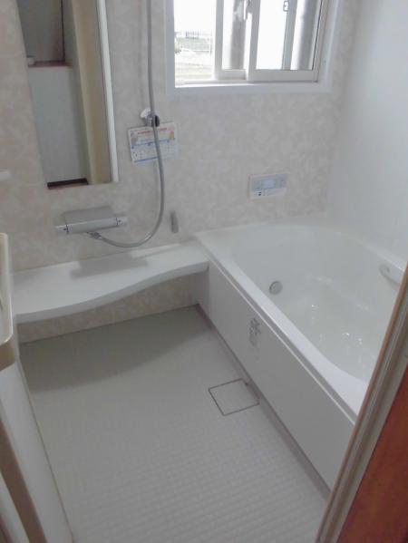 LIXIL「アライズ」を採用された垂井町O様邸浴室・トイレリフォーム、下水切替