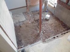既存浴室床解体