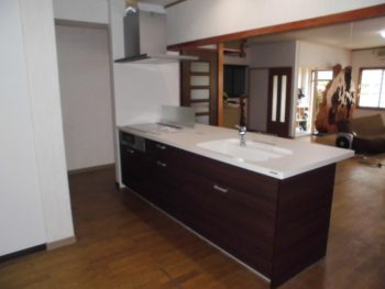 増築して浴室を新設し、キッチンは対面式に 大垣市青墓町Y様邸